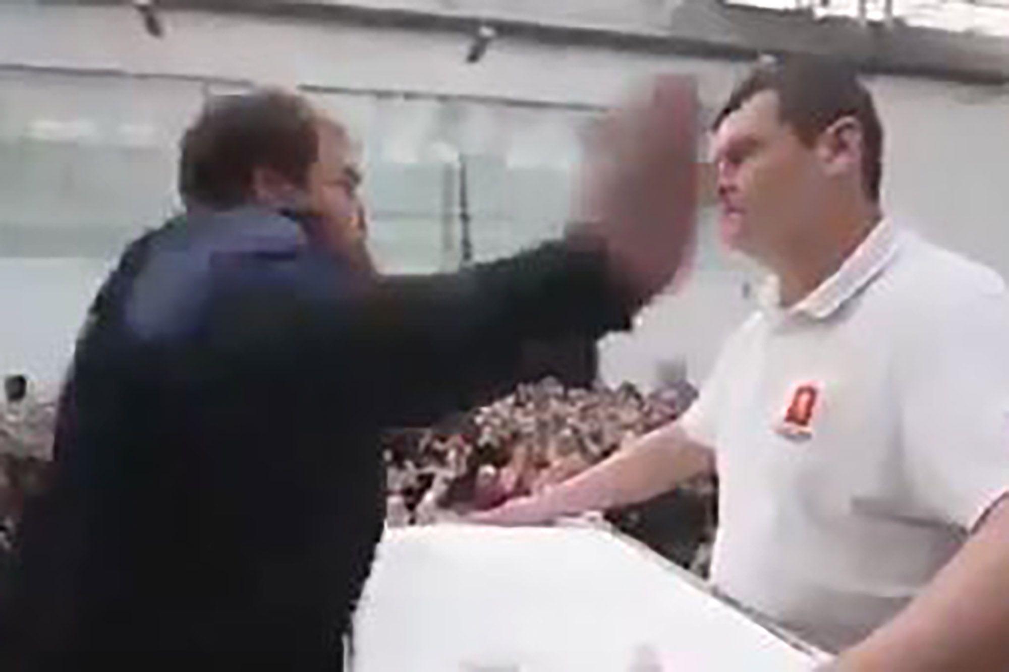 Rússia consagra o novo campeão... em campeonato de bofetadas