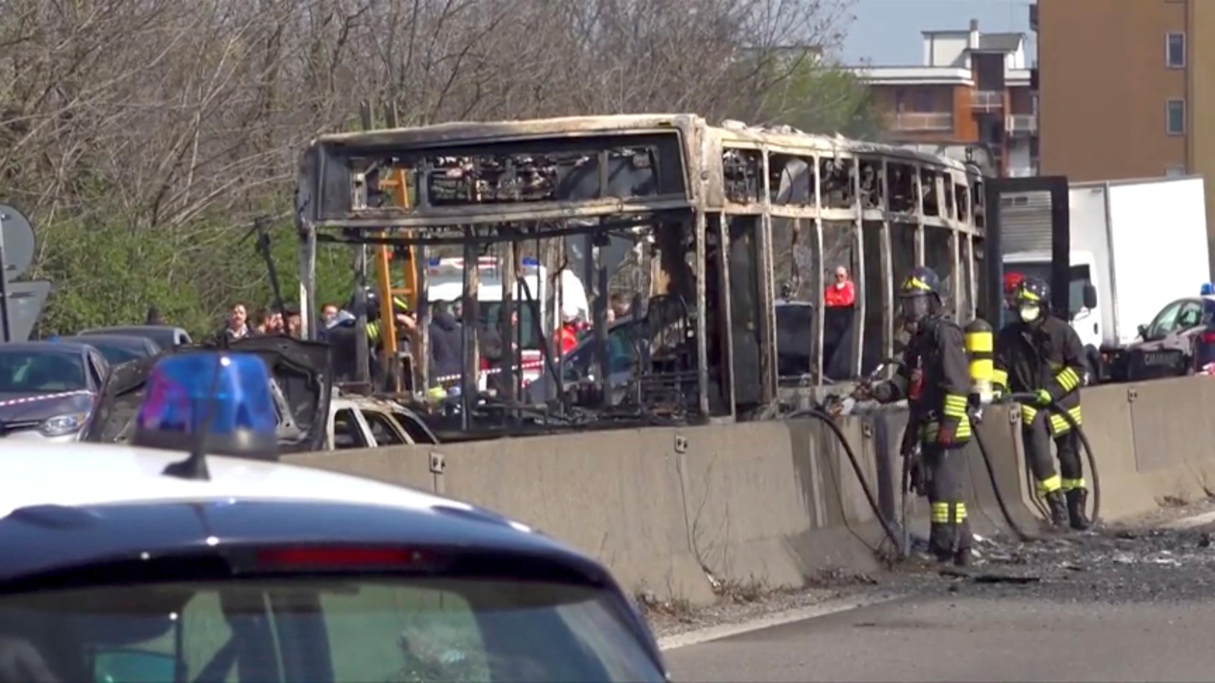 Herói de autocarro em Itália tem 13 anos e enganou o sequestrador