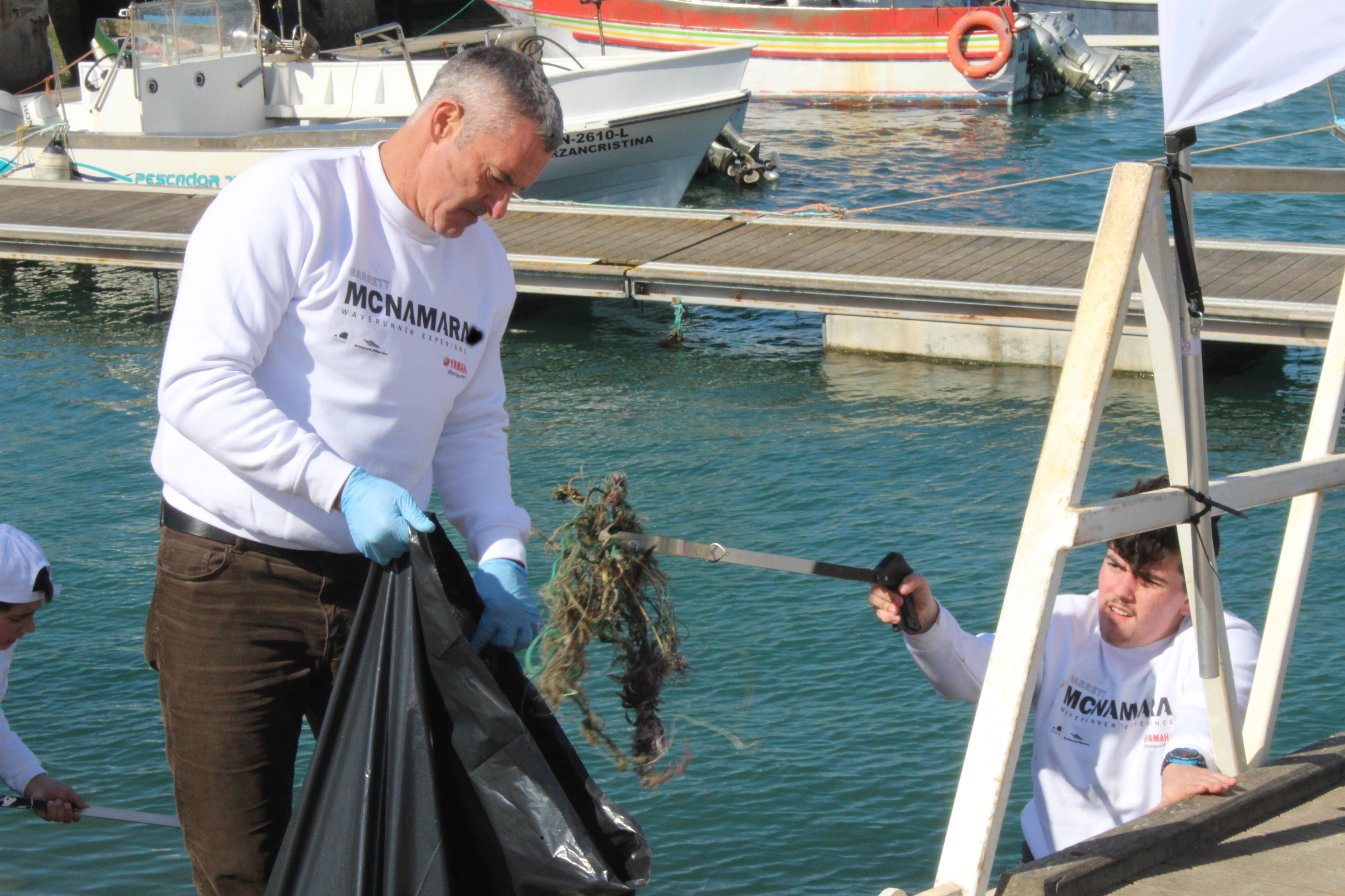 Garrett McNamara dá 5 dicas aos portugueses para despoluir o oceano