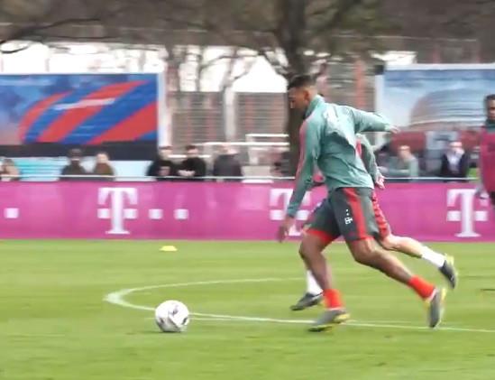 Papéis invertidos? Boateng ultrapassa Ribéry e marca golaço no treino