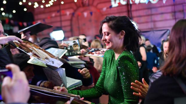 Ups! Eva Green 'apanhada' a dar pastilha mascada à assistente em evento