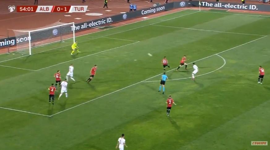 Çalhanoglu encheu o pé e marcou este golaço à Albânia