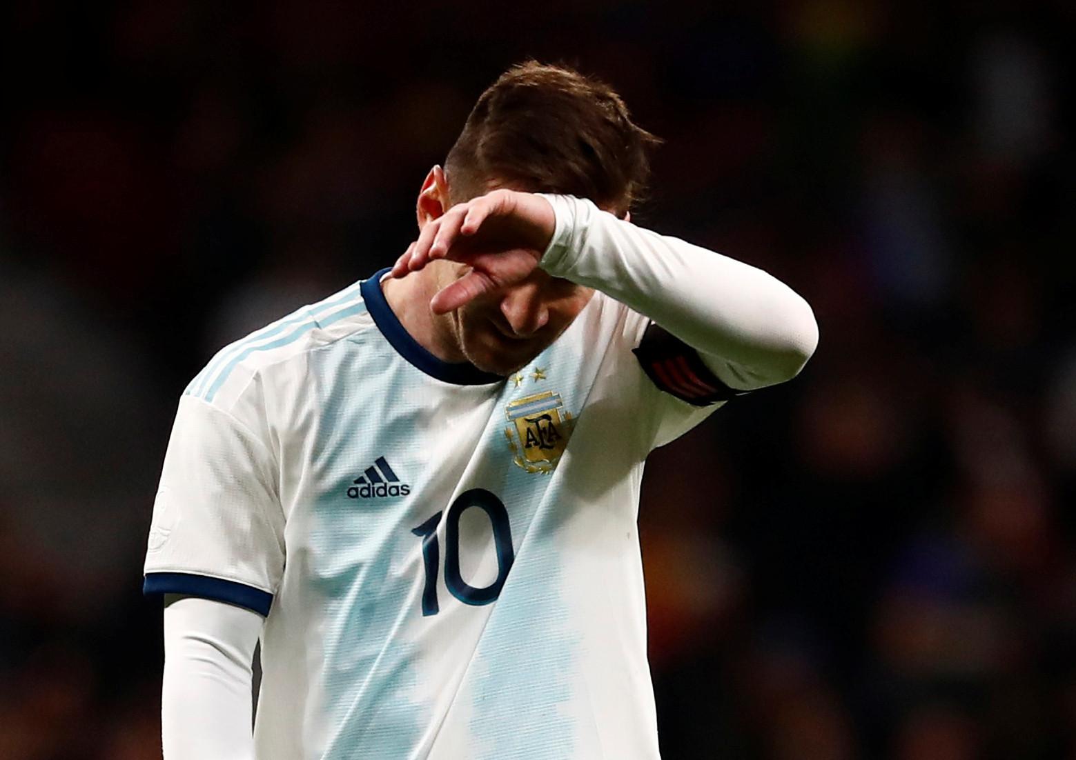 Messi lesiona-se no regresso à seleção e falha jogo em Marrocos
