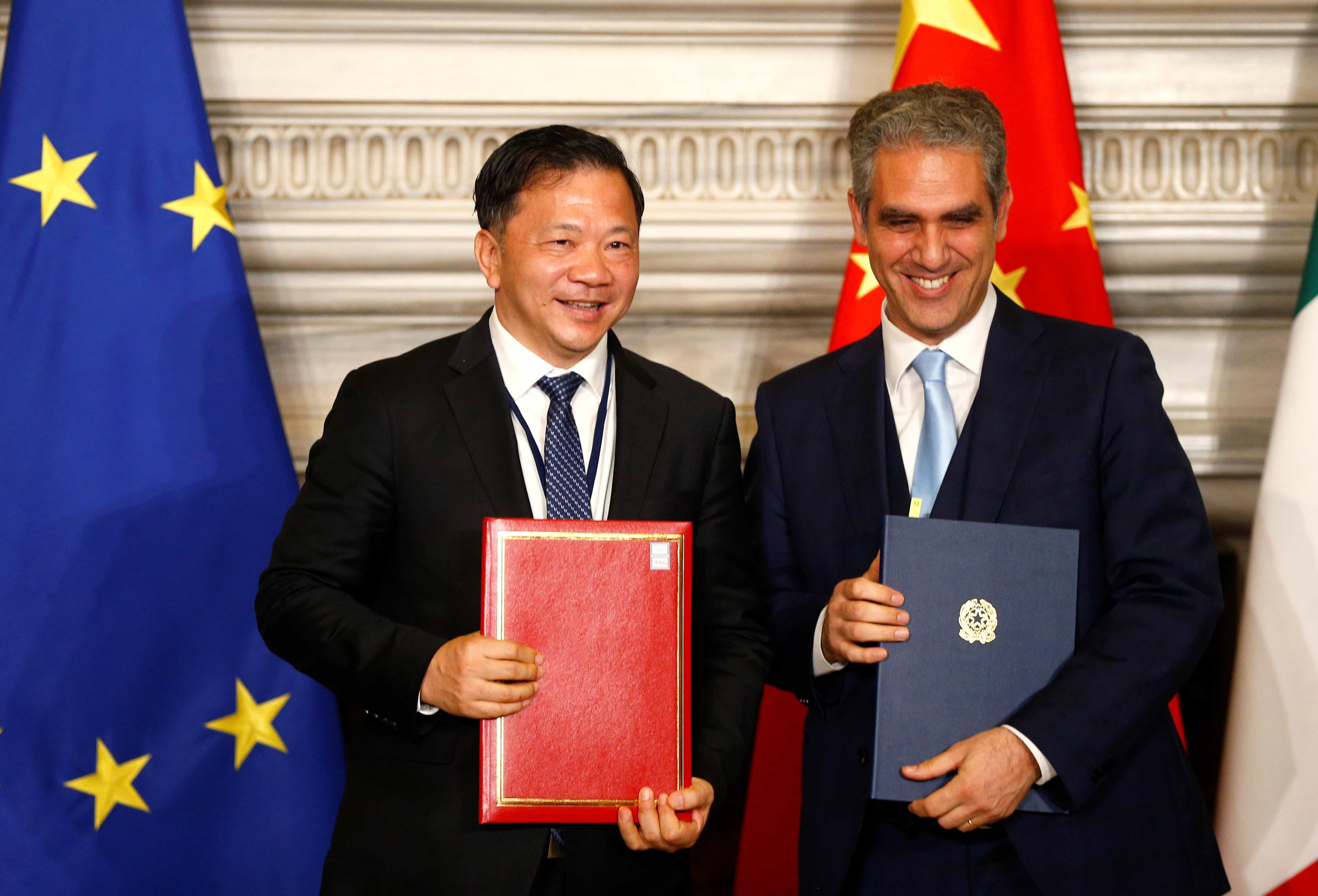 """Itália assina memorando com China para colaborar na """"nova rota da seda"""""""