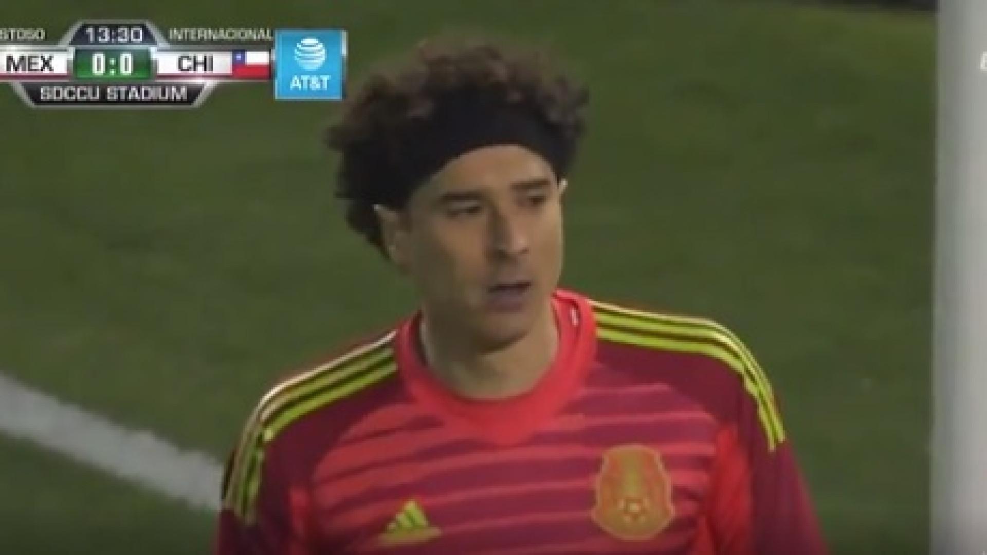 A fantástica defesa de Ochoa no duelo entre México e Chile