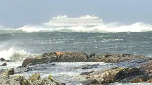 Retiradas 1.300 pessoas de cruzeiro à deriva na costa da Noruega