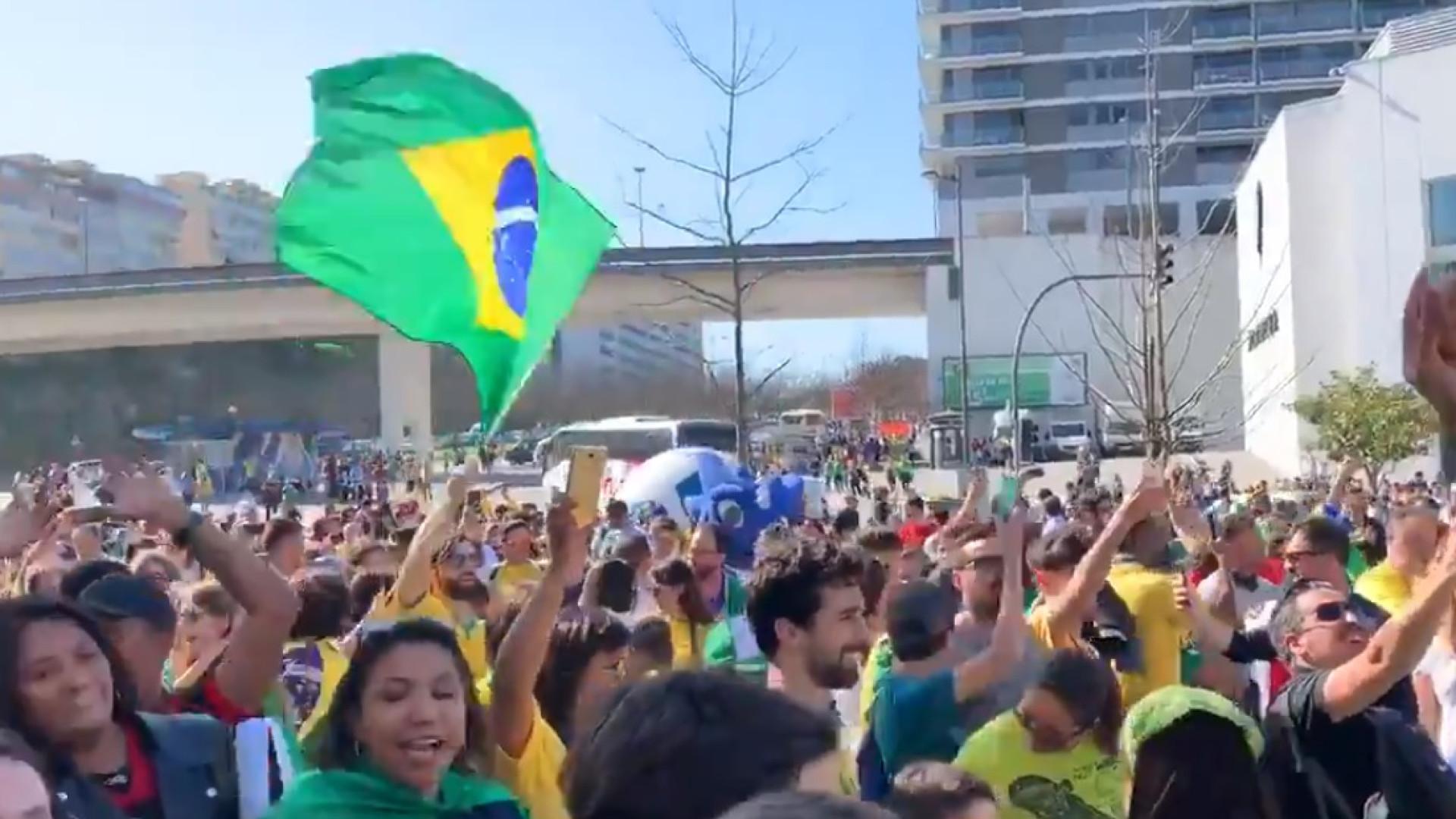 A festa rija dos adeptos do Brasil no Estádio do Dragão
