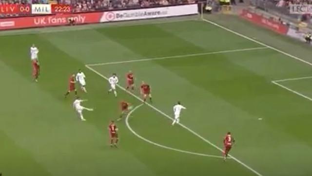 Rui Costa ficou à beira de fazer uma pequena maravilha em Anfield