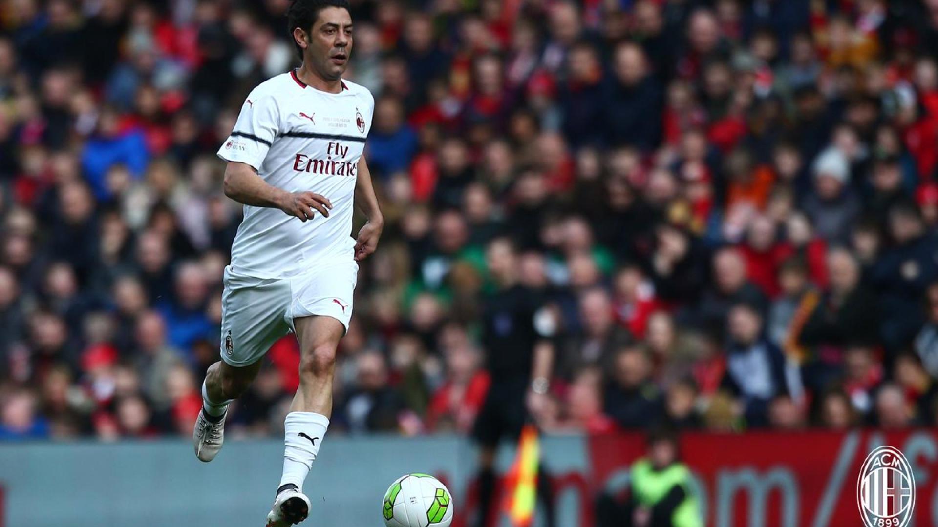 Rui Costa em jogo de lendas entre Liverpool e Milan que Gerrard decide