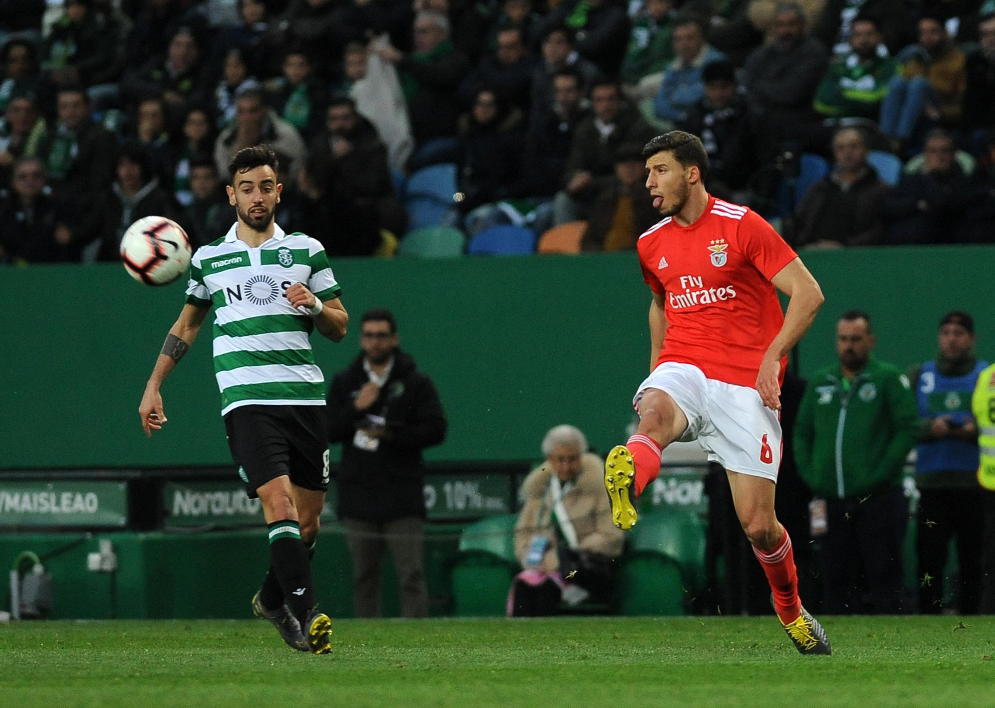 Ingleses dizem que o United prepara oferta milionária por trio português