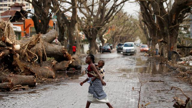Navega durante horas à procura de mãe desaparecida em Moçambique
