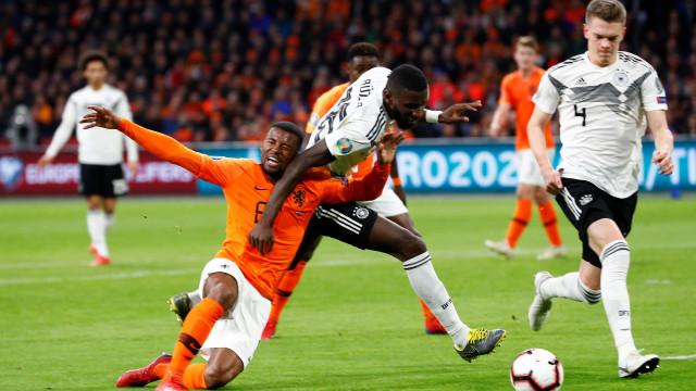 Alemanha vence 'jogo de loucos' na Holanda. Bélgica derrota Chipre