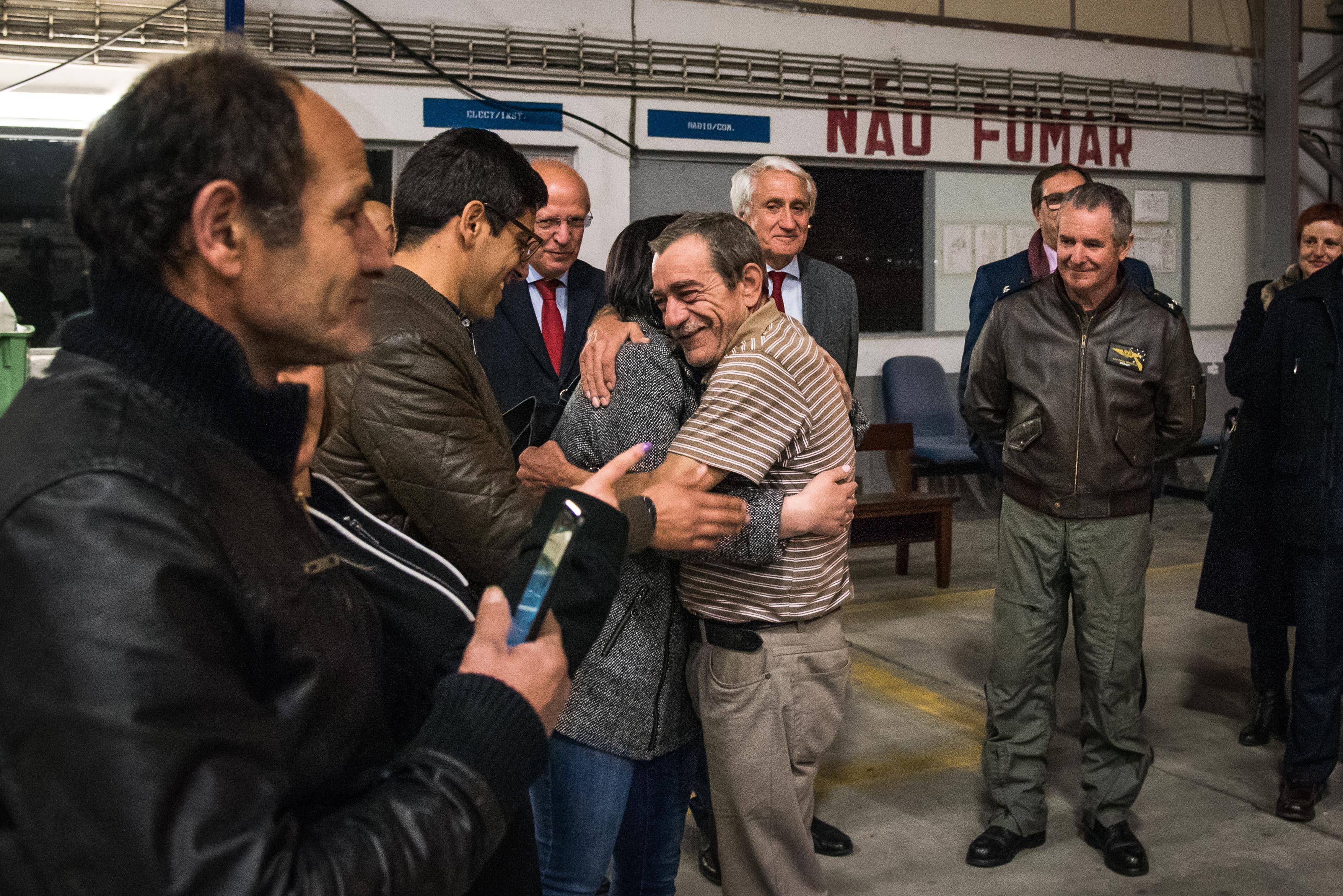As imagens da chegada de sete repatriados de Moçambique a Portugal