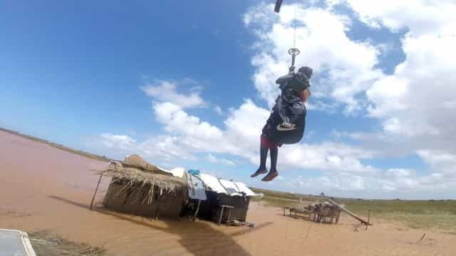 O resgate de uma mulher em Moçambique feito por um fuzileiro português