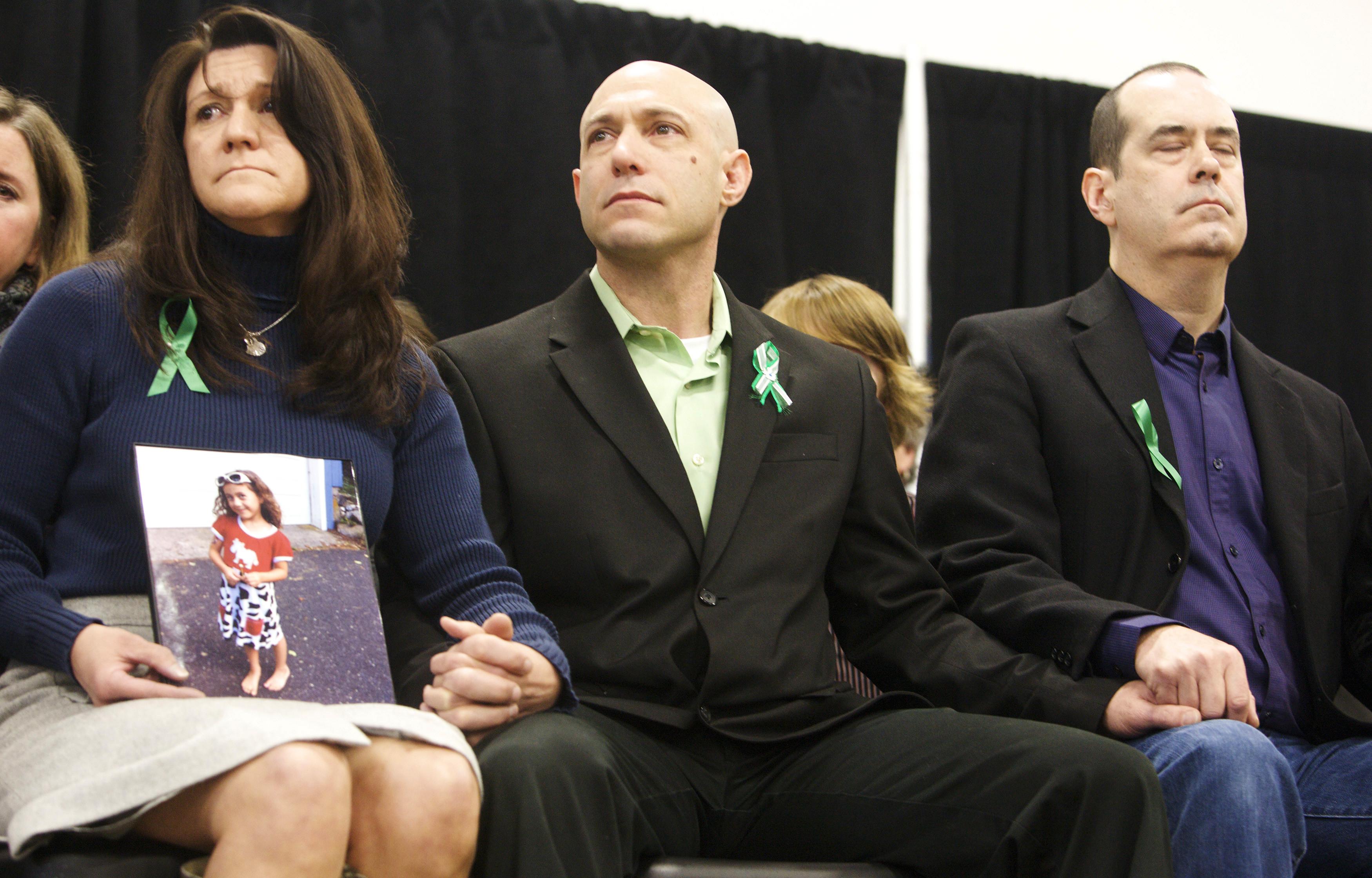 Encontrado sem vida pai de menina assassinada no tiroteio de Sandy Hook