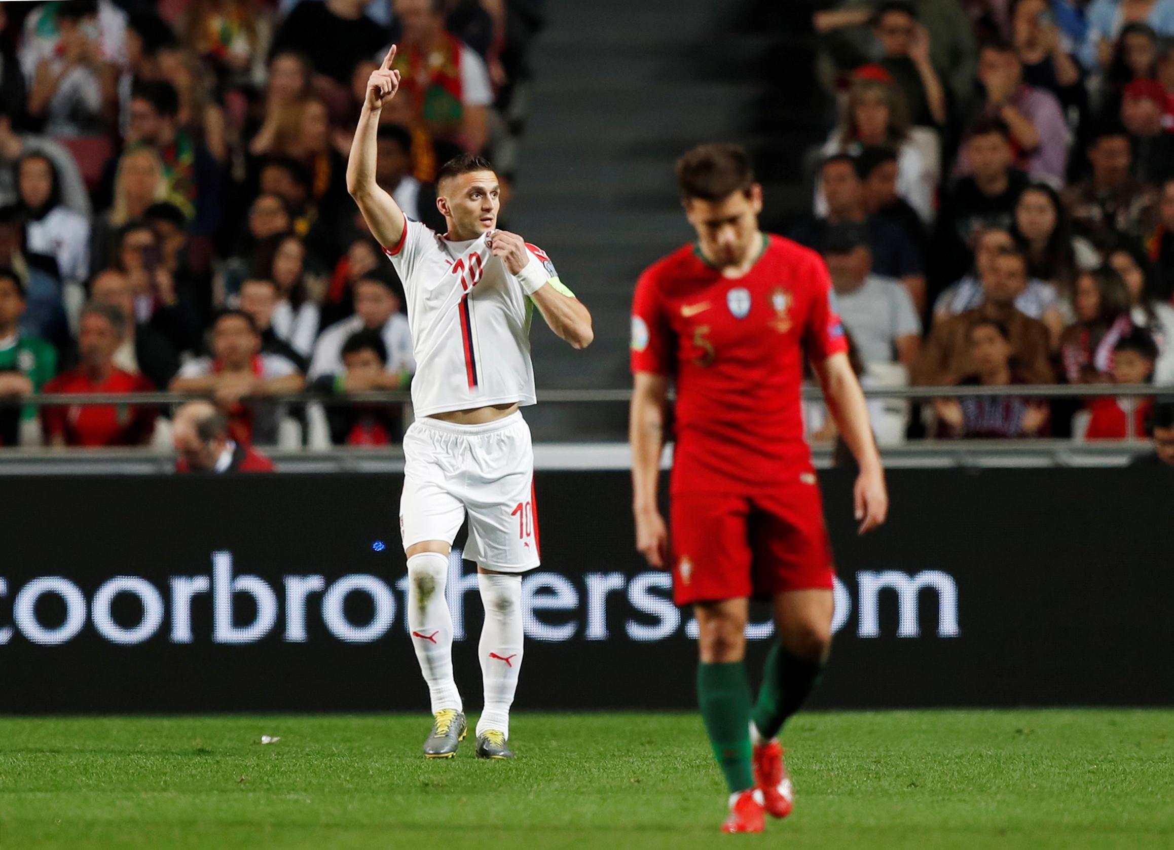 [0-1] Portugal-Sérvia: Ronaldo lesiona-se e tem de ser substituído