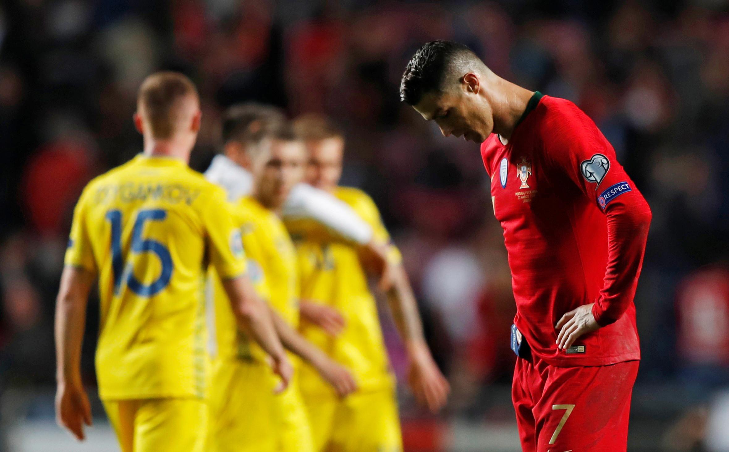 Atenção, Portugal: Ronaldo abandona o relvado aos 29 minutos