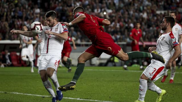 Portugal volta a empatar em 'jogo de loucos' e com polémica à mistura