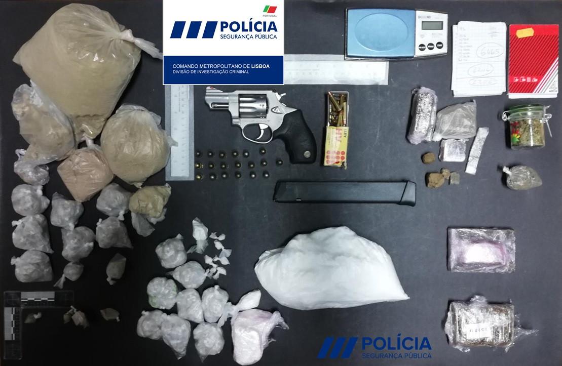 Três homens detidos com mais de 18 mil doses de droga em Alcântara