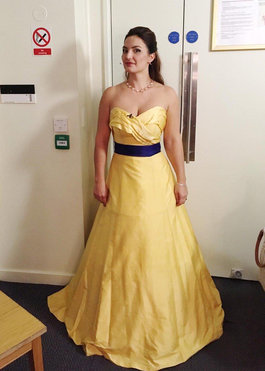 Em Londres pediram a cantora de Ópera para trocar de vestido. Era pró-UE