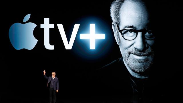 Depois de críticas à Netflix, Spielberg surge a promover serviço da Apple