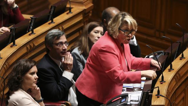 """Relatório sobre """"limpeza"""" em listas de espera fragiliza ministra da Saúde"""