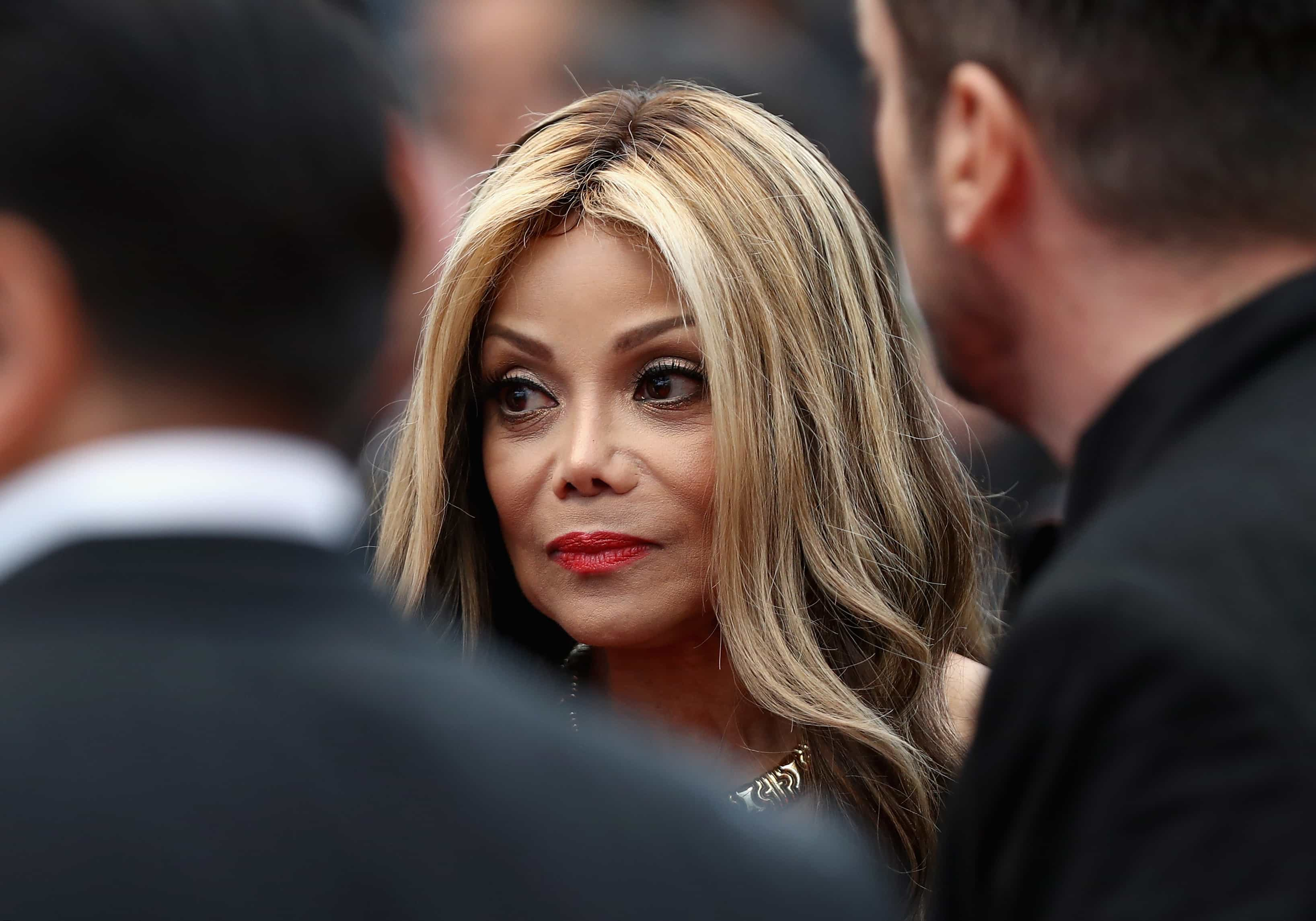 Irmã de Michael Jackson diz ter sido violada pelo pai aos 11 anos