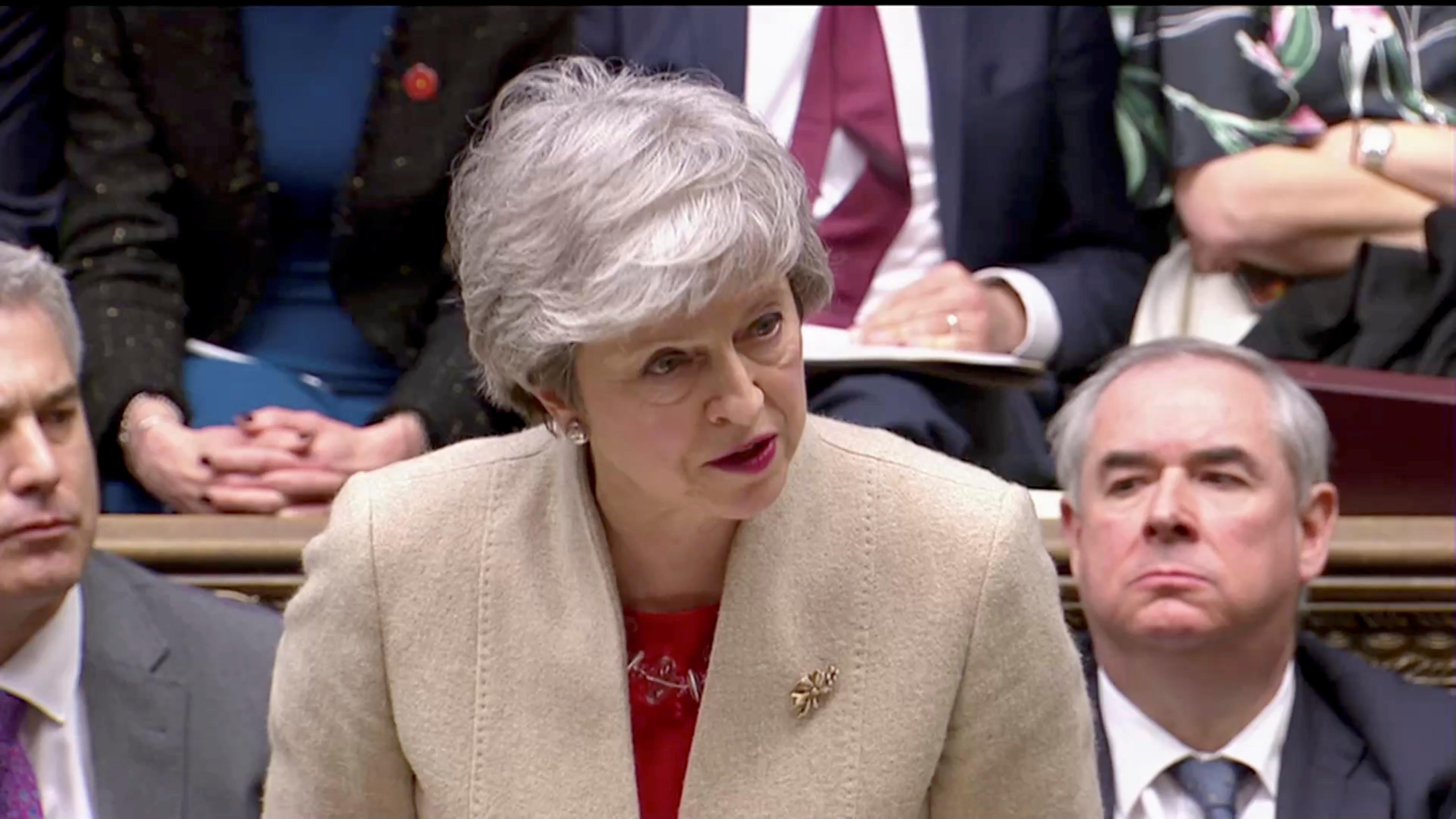 May pede adiamento do Brexit para 30 de junho. Tusk propõe um ano