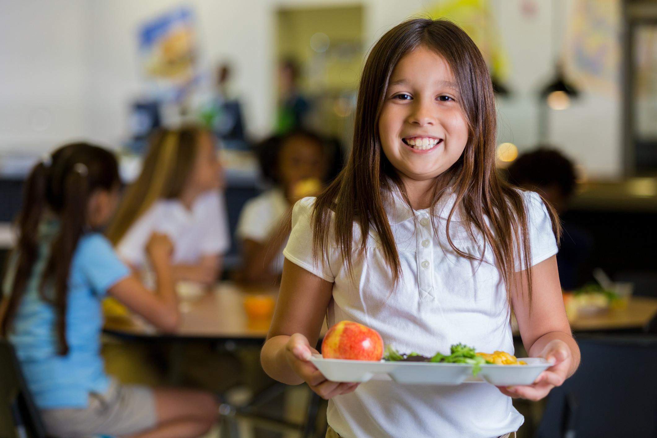 Lanches das crianças do pré-escolar vão ter fruta e legumes