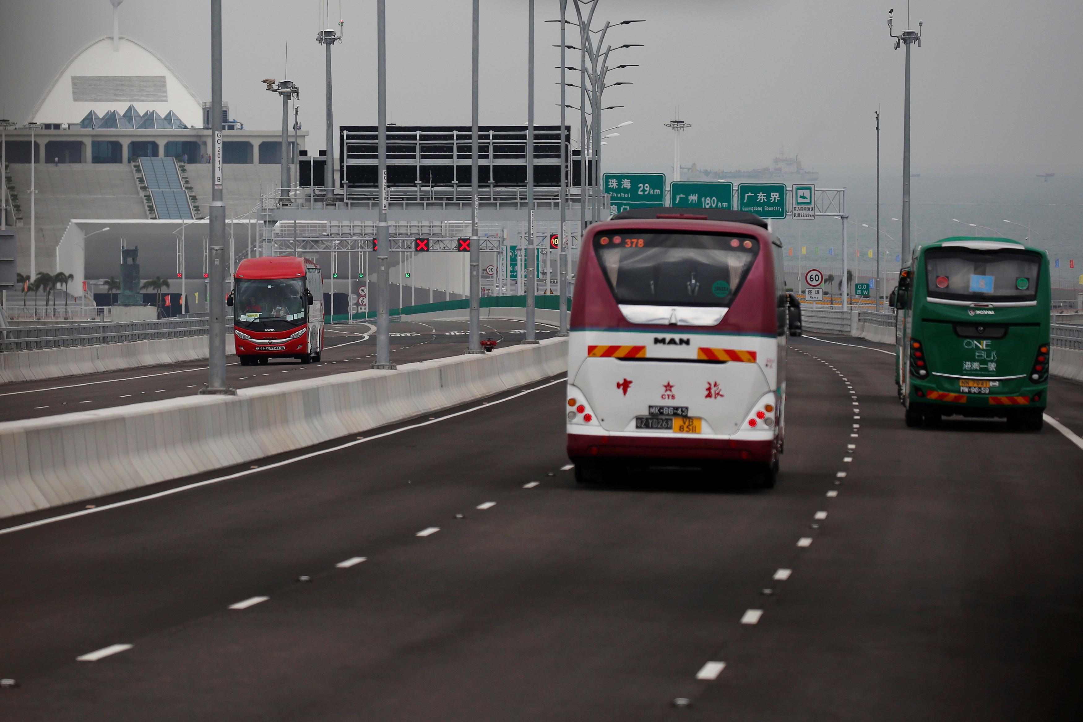 Regras vagas impedem maior fluxo de mercadorias na mega ponte da China