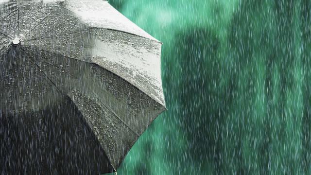 'Abril, águas mil'. A chuva regressa hoje para ficar toda a semana