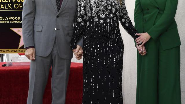 Atriz Rita Wilson, mulher de Tom Hanks, conquista Passeio da Fama
