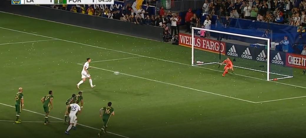 Ibrahimovic 'sacou' deste 'panenka' para garantir triunfo ao LA Galaxy
