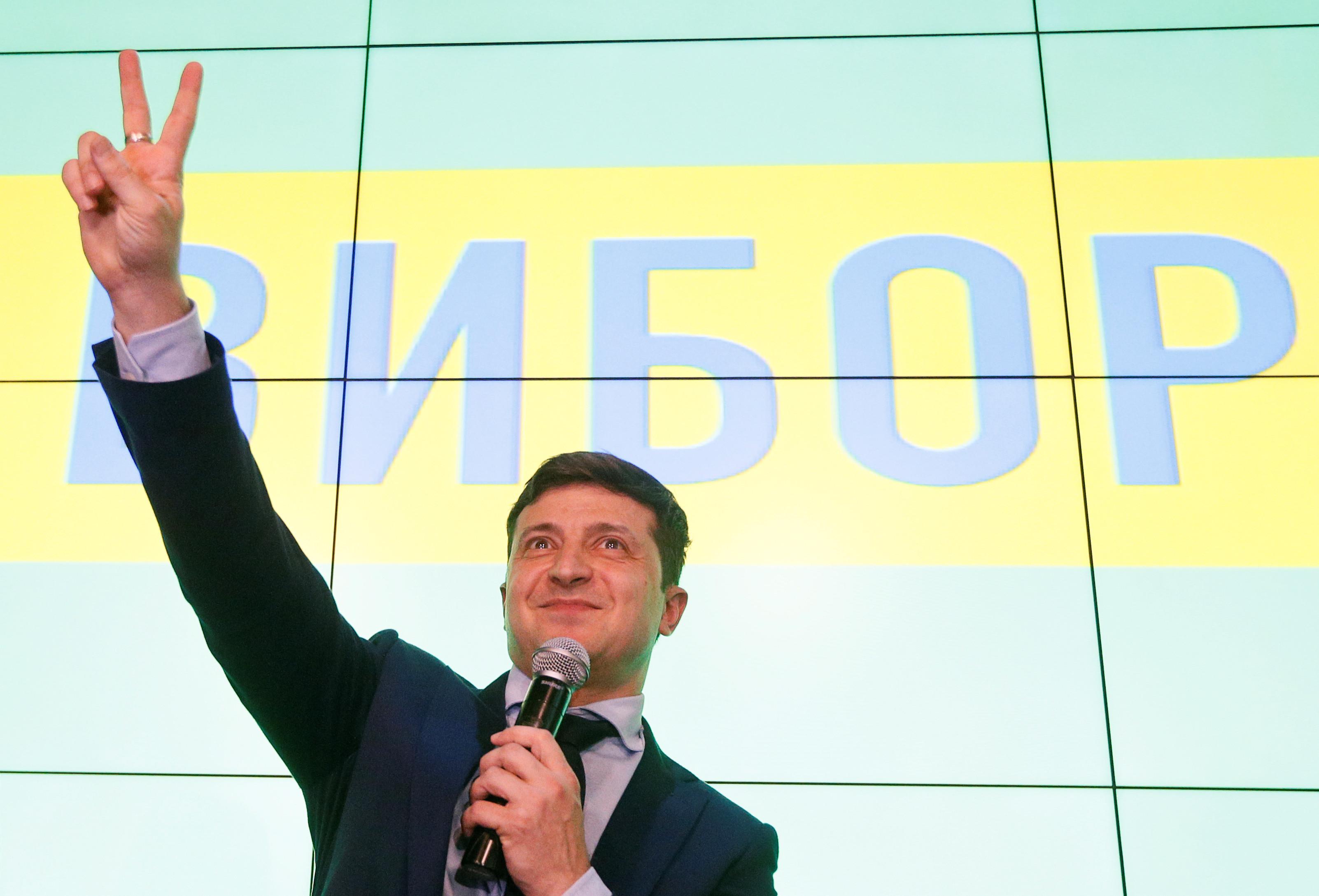 Presidente ucraniano dissolve Parlamento durante investidura