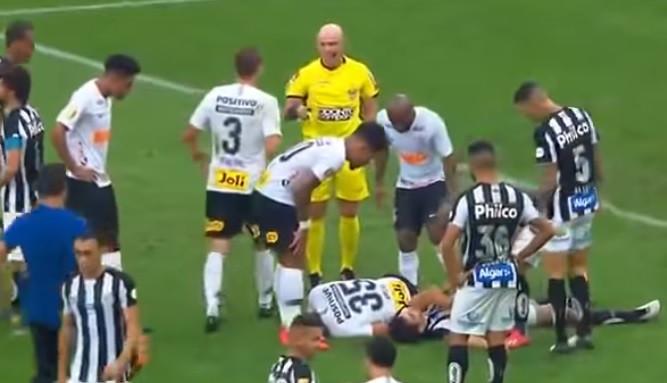 Susto no Corinthians-Santos: Jogadores chocam e ficam inconscientes