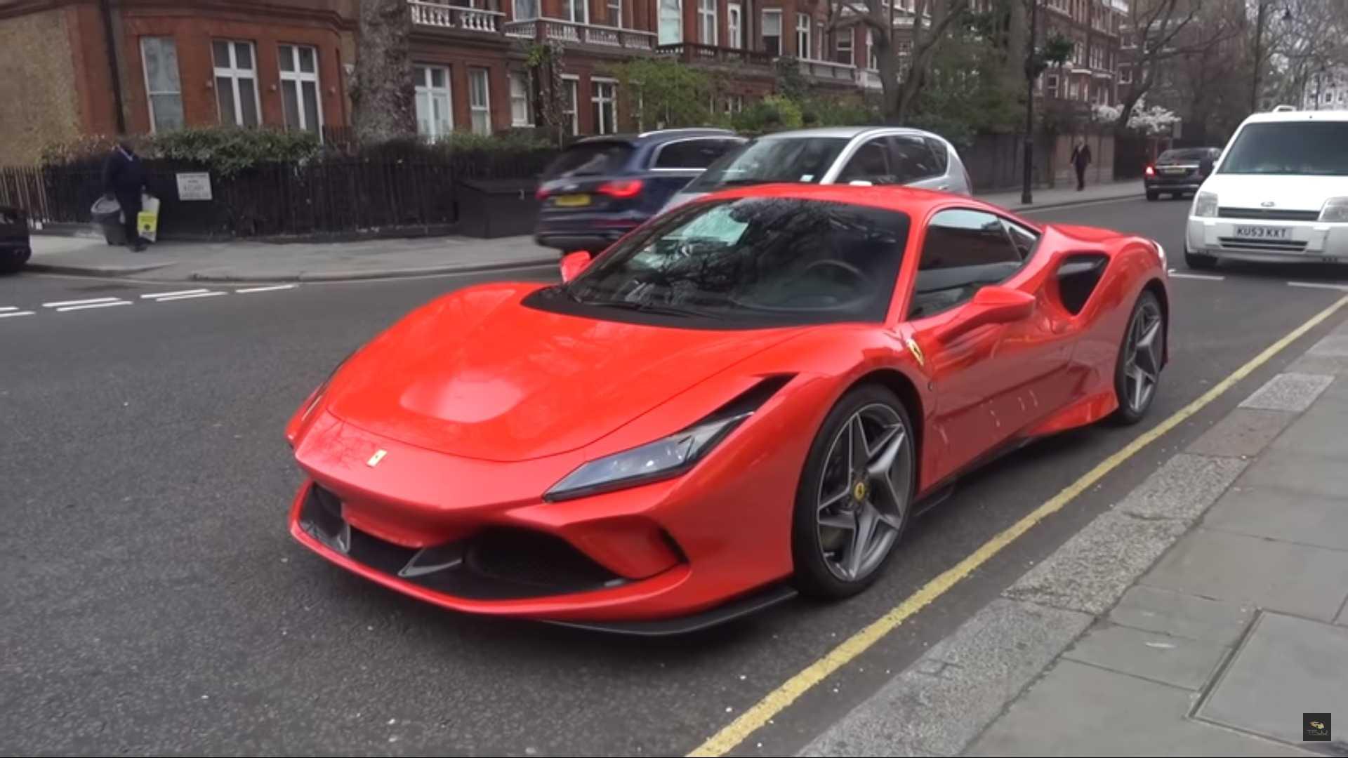 Aí está ele: O Ferrari F8 Tributo já anda na rua