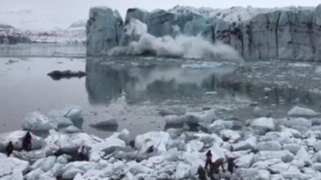 Onda gerada por glaciar que colapsou na Islândia surpreendeu turistas