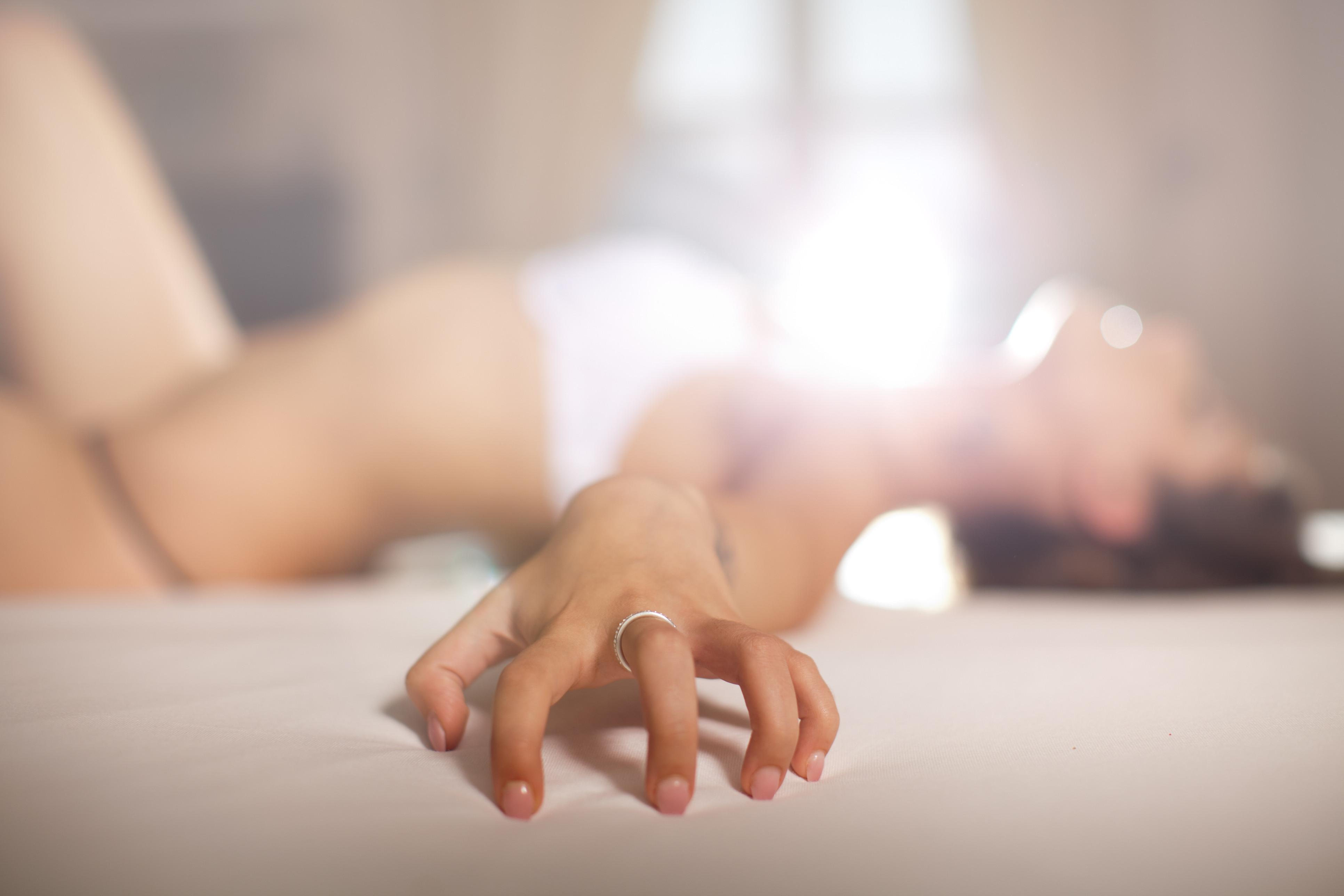Cinco dicas para masturbar-se sozinha ou acompanhada. O prazer é seu