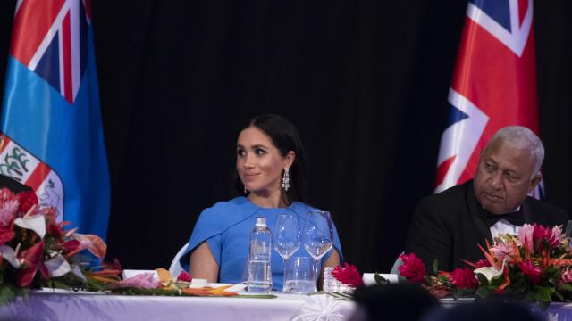 O visual de Meghan Markle que contou com a 'ajuda' do príncipe Carlos