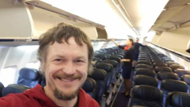 """Lituano tem """"experiência única"""" e viaja sozinho em avião até Itália"""
