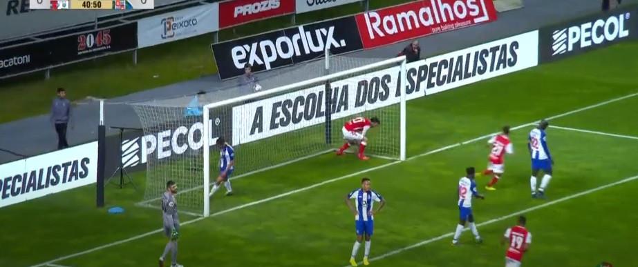 Sp. Braga-FC Porto: Paulinho inaugura marcador em grande estilo