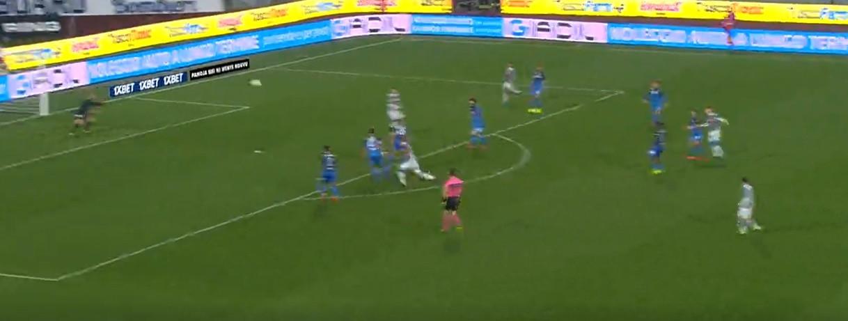 Zielinski marca golo capaz de levantar qualquer estádio
