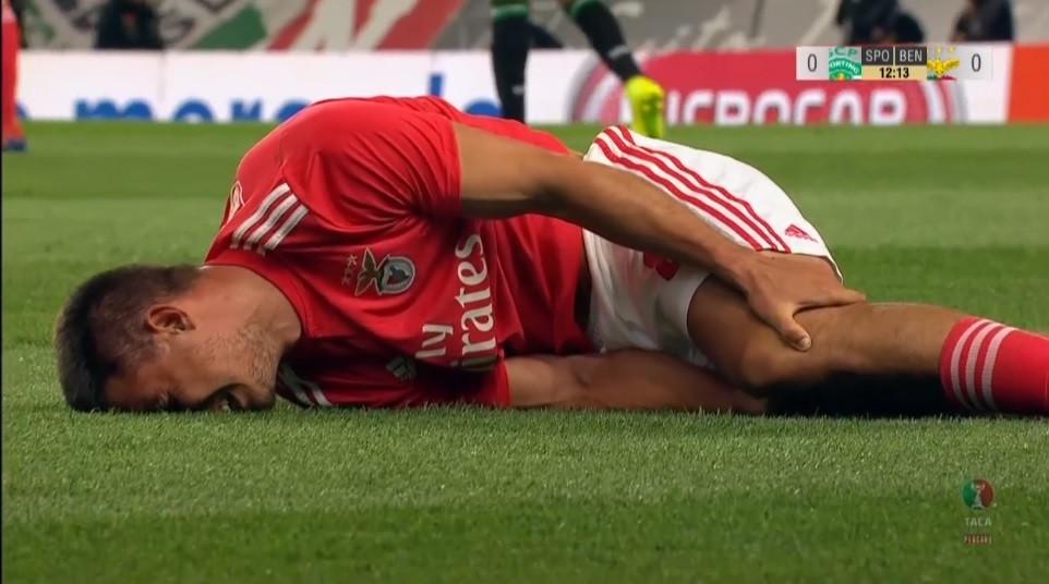 O momento da lesão preocupante de Gabriel