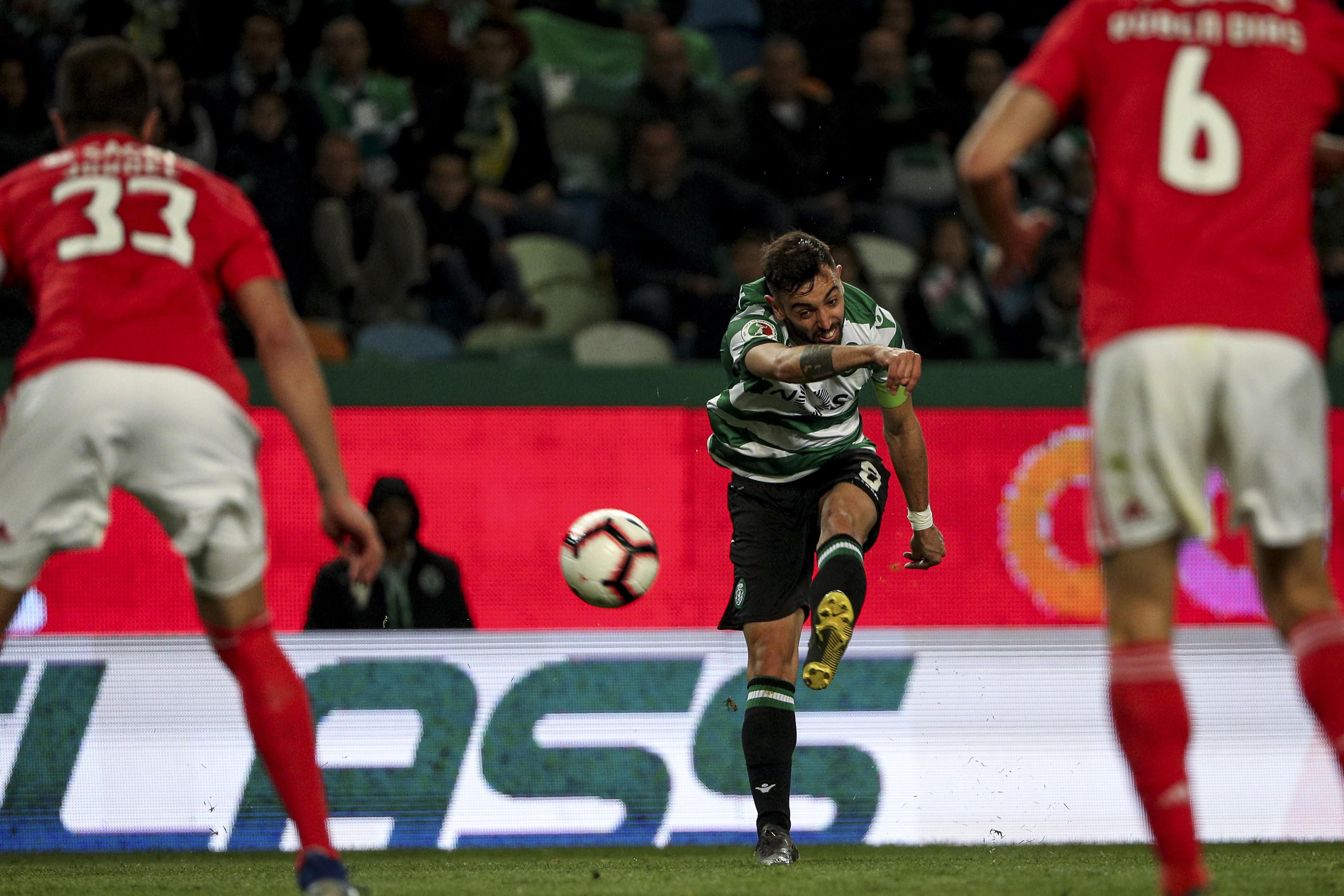 'Bomba' do suspeito do costume abate Benfica e coloca Sporting na final