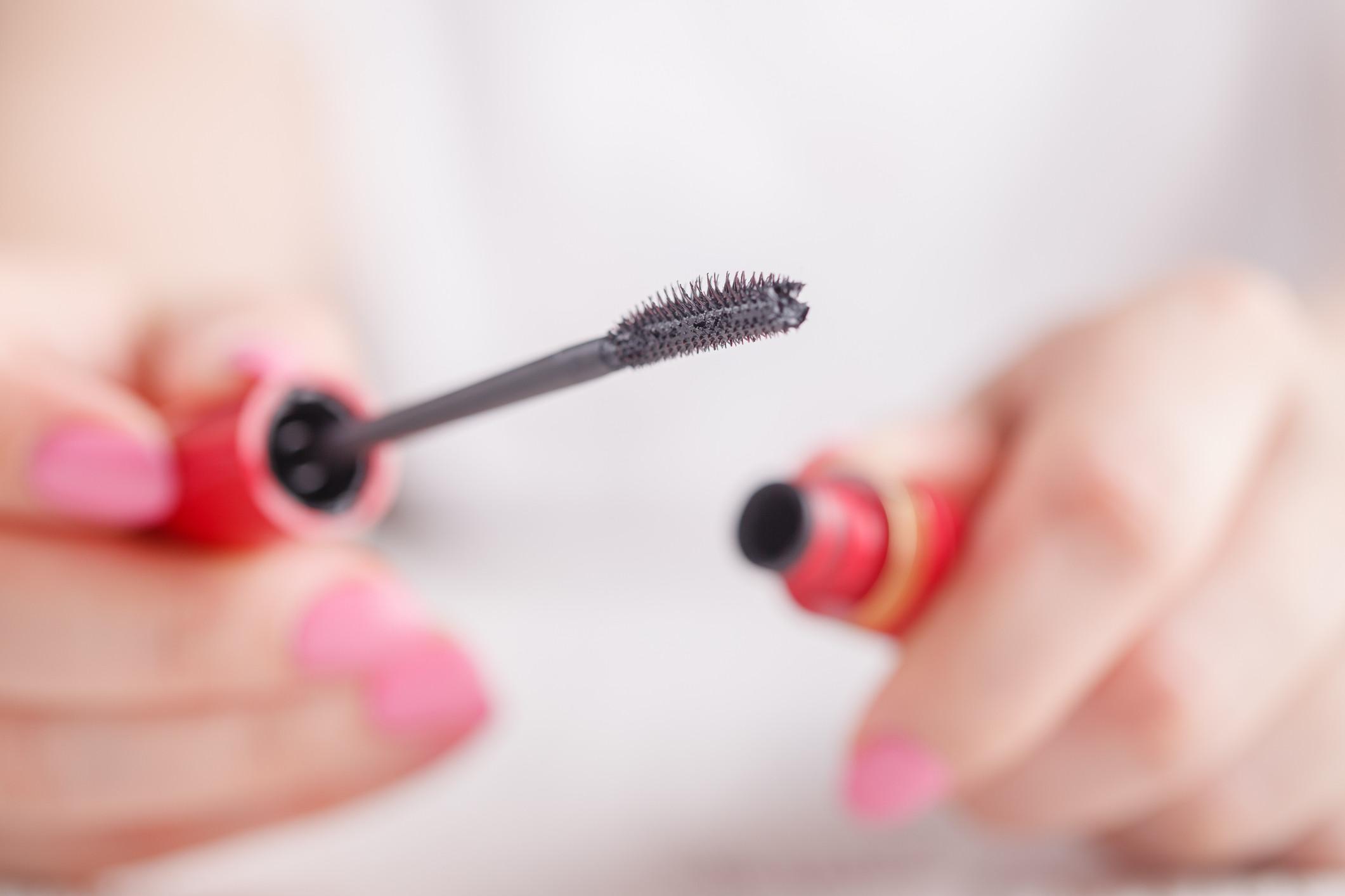Infarmed manda retirar do mercado cosmético para pestanas