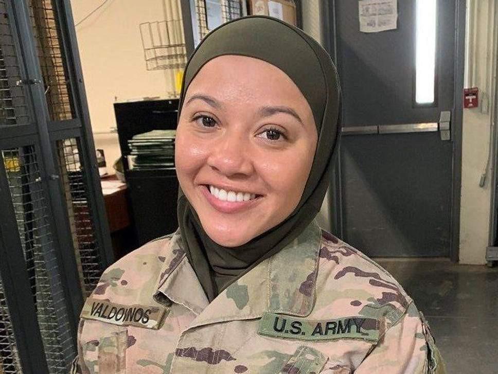 Militar muçulmana quer processar exército dos EUA por causa de hijab
