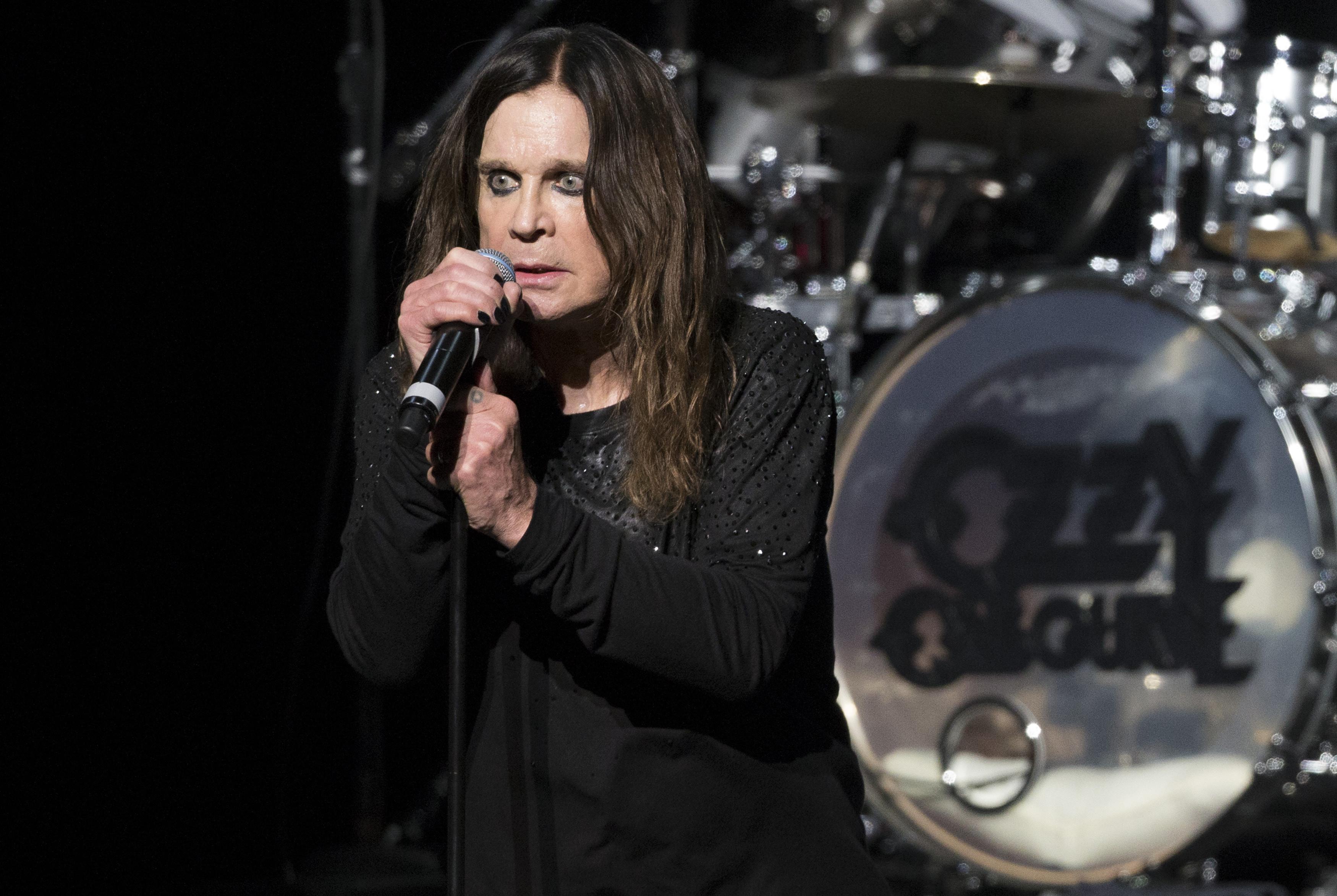 Ozzy Osbourne cancela todos os concertos deste ano após sofrer queda