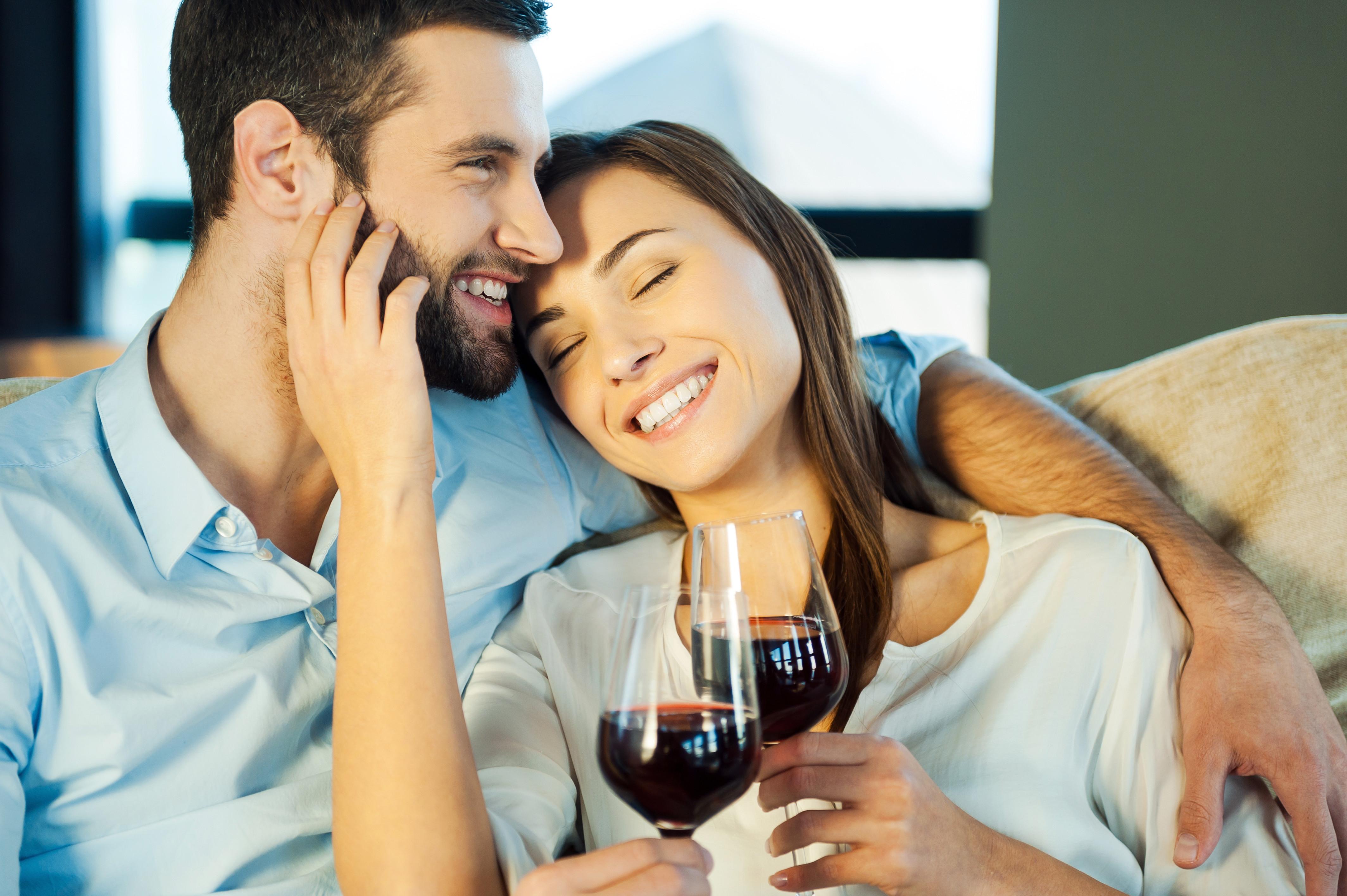 Um copo de vinho tinto por dia não o protege de enfartes (pelo contrário)