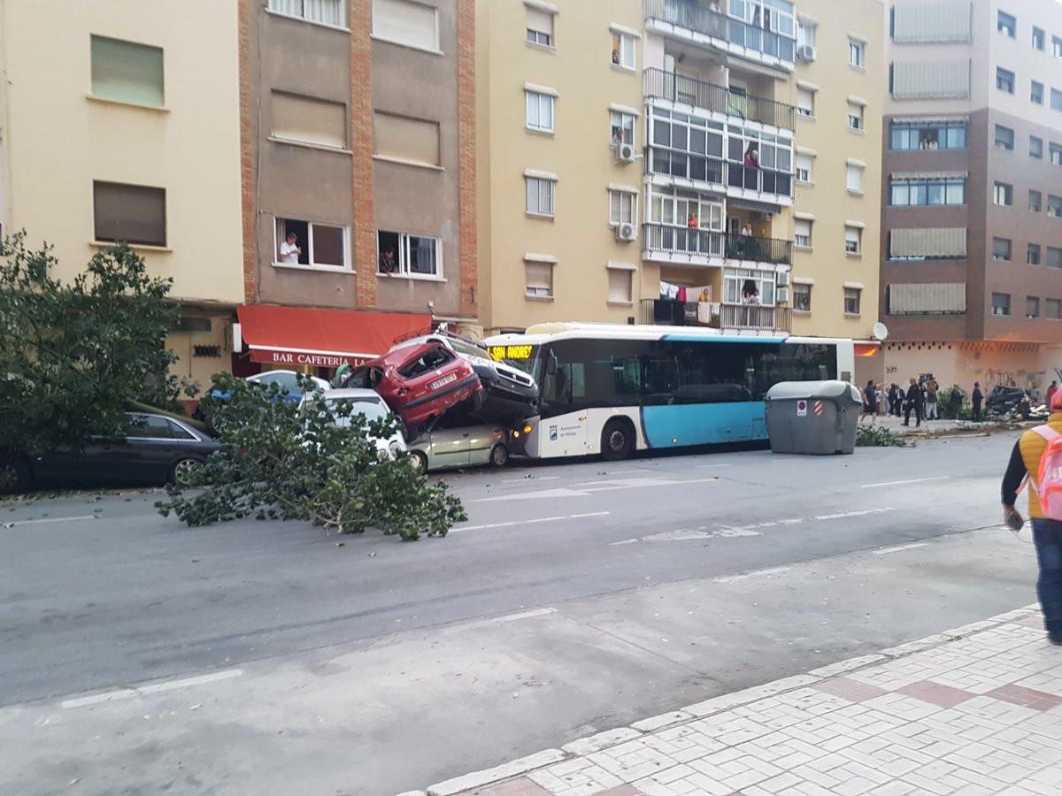 Motorista de autocarro sofre enfarte e abalroa nove carros em Espanha