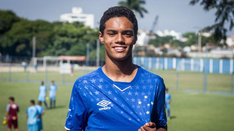Mundo do futebol volta a ter traços da 'magia' de... Ronaldinho